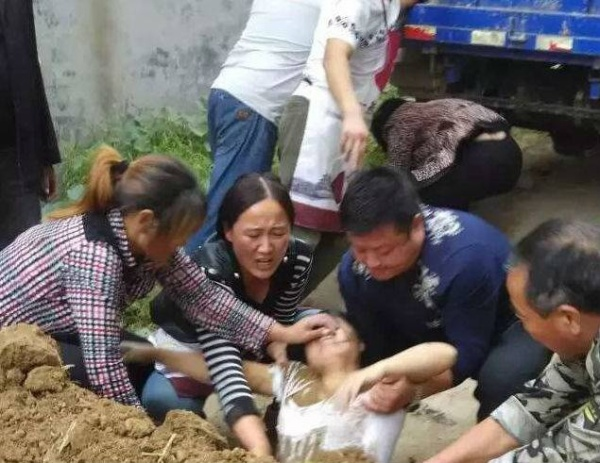 henan-villager-buried-alive-3