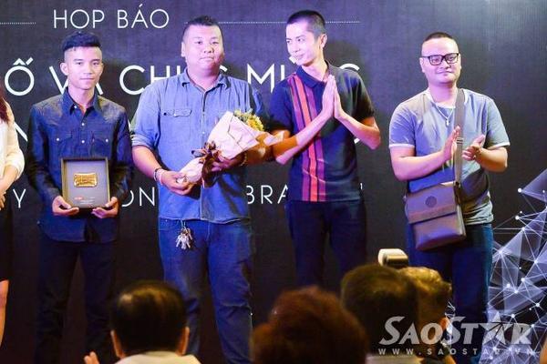 FAPTV cũng nhận giải thưởng tương tự. FAPTV được thành lập đầu năm 2014 với sự tham gia của đạo diễn Viễn Glacial và 2 diễn viên chính Thái Vũ (Rapper Black Bi) cùng diễn viên - người mẫu Ribi Sachi. Sau quá trình phát triển, dàn diễn viên của FAPTV mở rộng thêm với các gương mặt mới, nổi trội là diễn viên trẻ Vinh Râu. Nhóm thường thực hiện các clip hài hước.