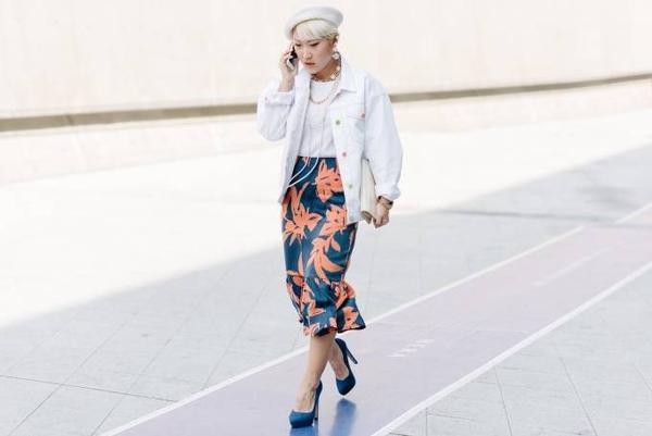 Chiếc váy in hoa đang là xu hướng rất được ưa chuộng trong thời gian gần đây.