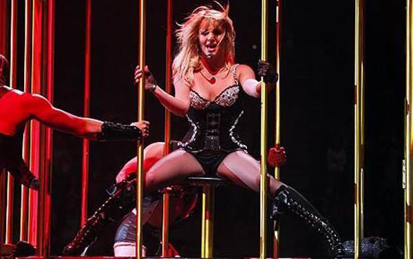 """Cùng năm, Britney có show diễn ở Manchester, Anh. Mở màn chương trình, giọng ca Toxic nhầm lẫn Manchester với London khi nói: """"Xin chào London!""""."""