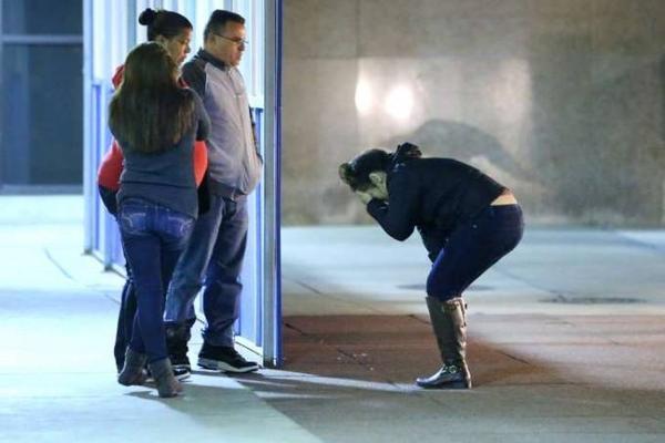 """Gia đình hai em nhỏ vô cùng đau đớn khi nhận tin cậu bé 3 tuổi đã không qua khỏi vết thương trên đầu mà anh trai 6 tuổi bắn """"chơi""""."""