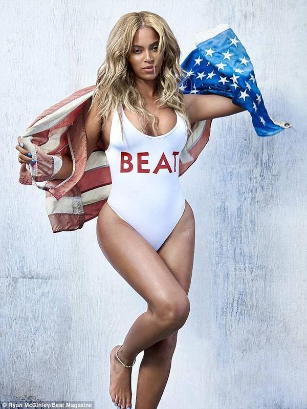 Trang phục chủ đạo của Beyonce trong bộ ảnh là áo tắm một mảnh, phô bày cơ thể khỏe khoắn với đùi to, hông nở nang đang là xu hướng hình thể gây sốt hiện nay.