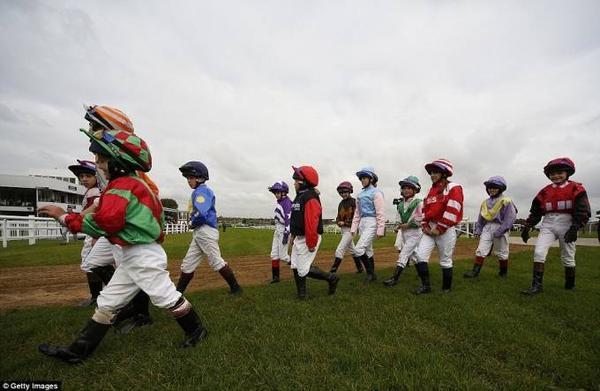 đua ngựa lùn ở Anh (6)