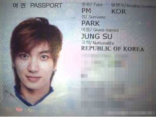 Trưởng nhóm Super Junior - Leeteuk.
