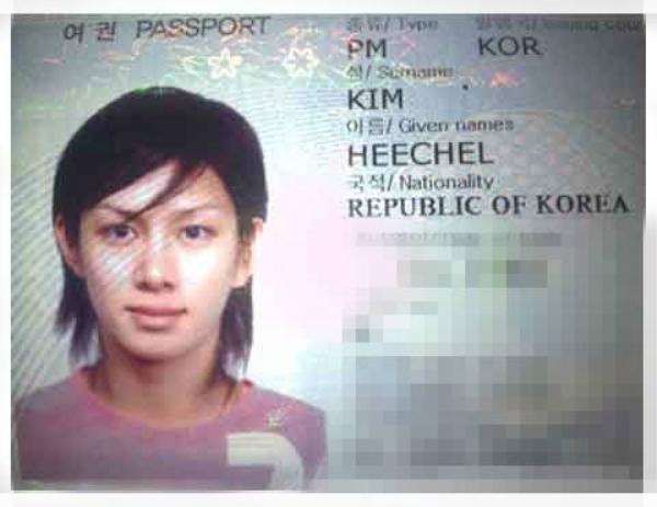 Nam ca sĩ Hee Chul xinh xắn không kém phái nữ.