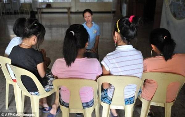 Nạn nhân của những trung tâm cung cấp dịch vụ khiêu dâm trực tuyến là các bé gái tới từ khu vực nghèo khó tại Philippines.