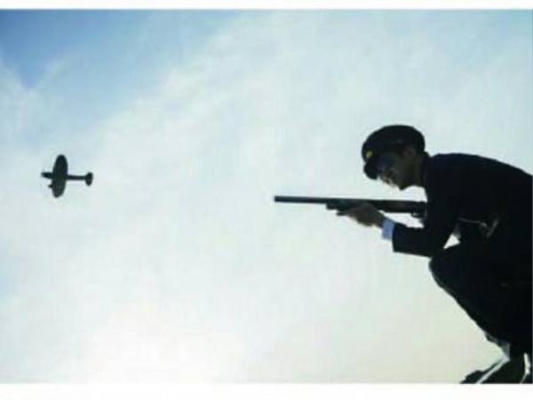 Ảnh một chiến sĩ bằn rơi máy bay...