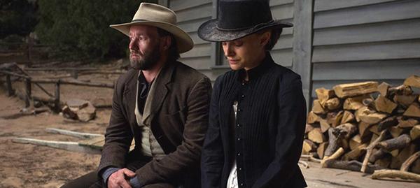 Joel Edgerton và Natalie Portman.