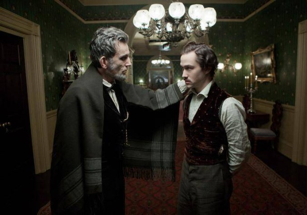 still-of-daniel-day-lewis-and-joseph-gordon-levitt-in-lincoln-(2012)