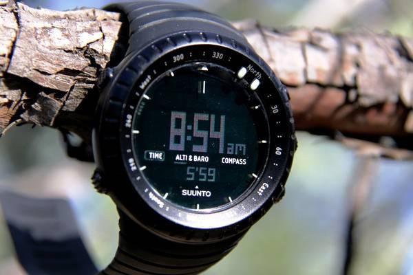 Đồng hồ Suunto được nhiều dân phượt ưa chuộng nhờ khả năng dự báo mưa giông khá chính xác.