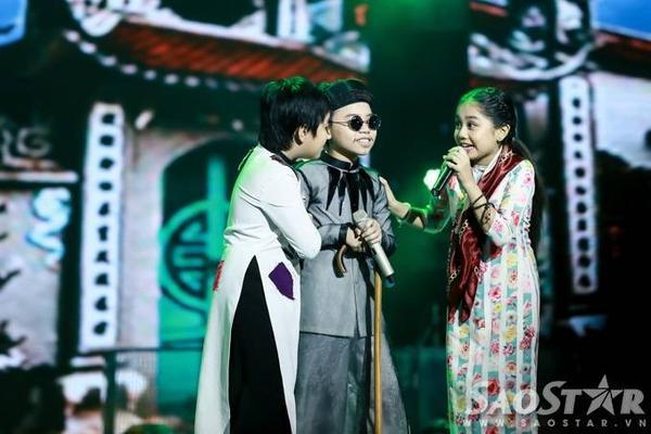 Những màn tung hứng ăn ý của 3 thí sinh nhí mang đến chuỗi tràng cười liên tiếp cho khán giả.