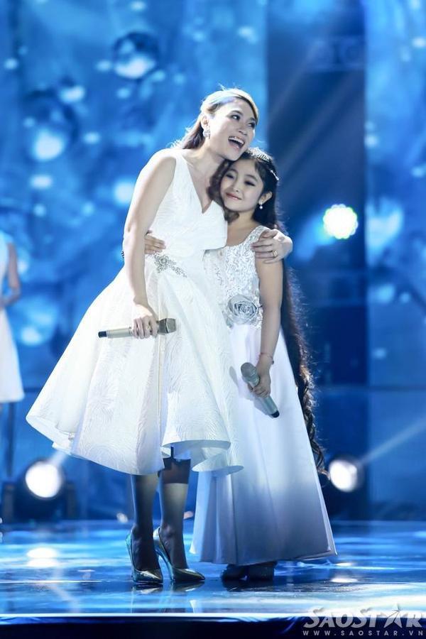 Trên sân khấu, Hồng Minh một lần nữa khẳng định, Mỹ Tâm là thần tượng và ước mơ lớn nhất của cô bé là được một lần hát chung với nữ ca sĩ gốc Đà Nẵng.