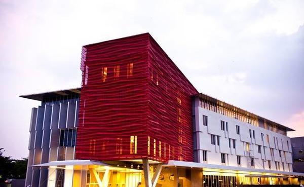 Đại học quốc tế RMIT Việt Nam (Quận 7, TP HCM) được thiết kế hiện đại, hoạt động từ năm 2010.