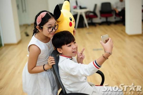 Hồng Minh có tình bạn thân thiết với Công Quốc khi cùng tham gia cuộc thi Giọng hát Việt nhí.