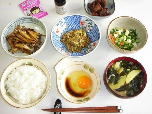 Một bữa ăn của người Nhật thường có ít cơm, nhiều cá và chất xơ.