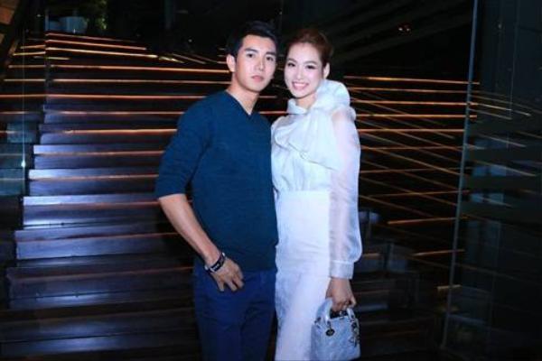Ngôi sao Thái Lan Pak Narapat từng được khán giả Việt Nam yêu mến qua vai diễn trong bộ phim điện ảnh đình đám Love Is Coming. Hiện nay anh chàng đang là người mẫu, diễn viên và người dẫn chương trình cho nhiều đài truyền hình lớn tại Thái Lan.