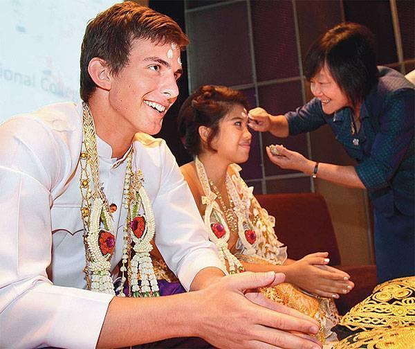Nhiều thiếu nữ Thái Lan bị gài bẫy chuyển tiền để kết hôn với người ngoại quốc đẹp trai như tài tử điện ảnh trên thế giới ảo. Ảnh chỉ mang tính minh họa.