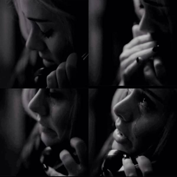 Adele khóc nấc trong MV.