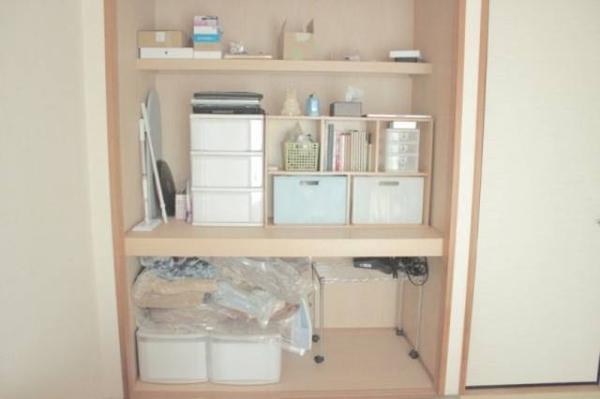 Tất tần tật vật dụng của một căn hộ có thể cất vừa trong tủ.