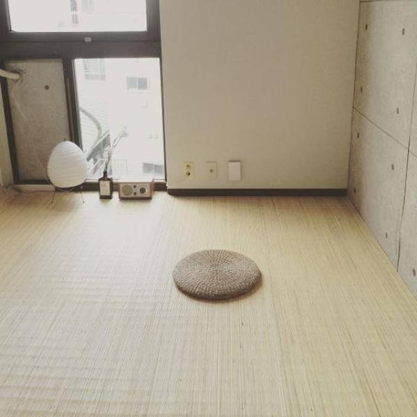 Tất cả những gì cần thiết trong căn phòng của một kẻ ưa sự đơn giản.