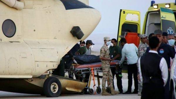 Đội cứu hộ Ai Cập chuyển các thi thể tới nhà xác Zeinhom ở thủ đô Cairo bằng máy bay quân sự. Sau đó các chuyên gia y tế sẽ gắn thẻ lên từng thi thể và lấy mẫu để nhận dạng nạn nhân.