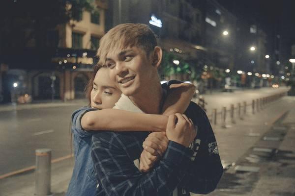 Sơn Ngọc Minh và bạn diễn Ái Phương trong MV.