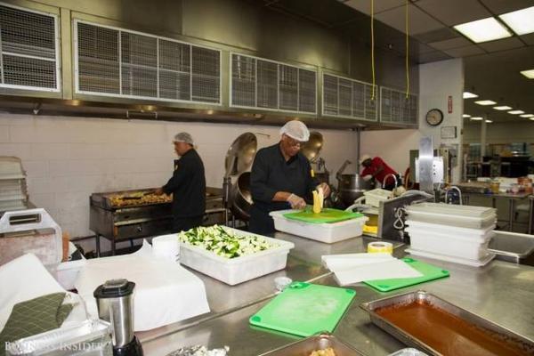 Đây là khu vực bếp chính, chế biến cho hơn 217 chuyến bay mỗi ngày.