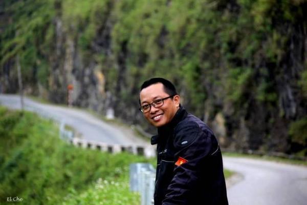 dung-xe-may-anh-chang-8x-van-chuyen-buu-pham-xuyen-viet (16)