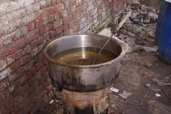Những hình ảnh về dây chuyền sản xuất coca cola giả được chia sẻ khiến nhiều người giật mình.