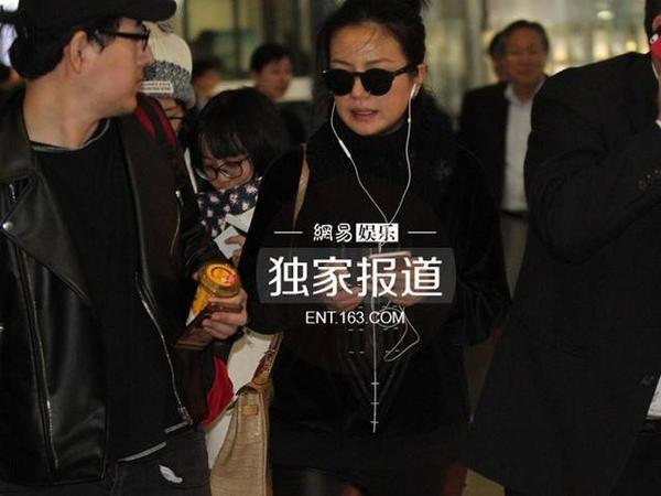 Với gương mặt sạm, làn da tối, Triệu Vy cho thấy cô lão hóa đáng kể.