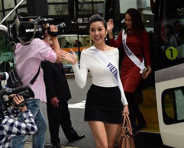 Với lợi thế nói tiếng Anh chuẩn, đại diện Việt Nam liên tiếp được truyền thông các nước chú ý và ưu ái.