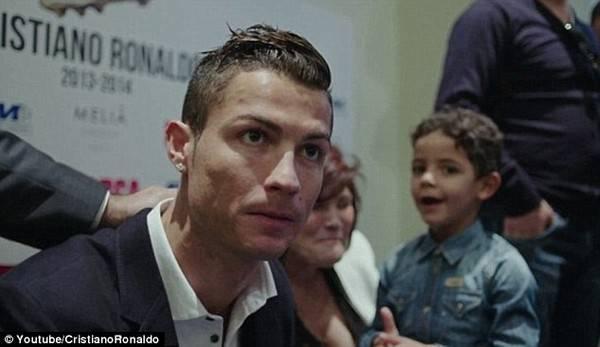 """Bộ phim mang tên """"Ronaldo"""" lột tả siêu sao CR7 ở nhiều khía cạnh trong đời sống riêng tư."""