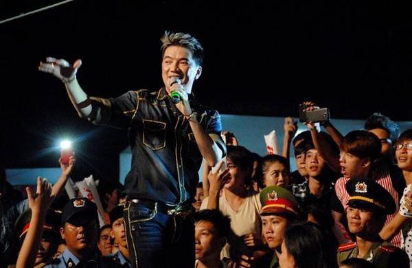 Dam Vinh Hung (4)