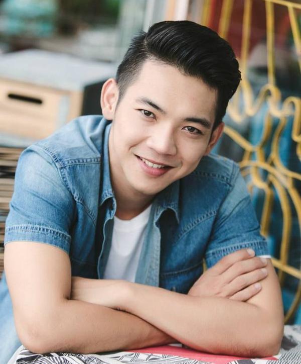 Trước Hoài Lâm, vào tháng 6/2011, lúc còn là thành viên It's Time band, Mai Quốc Việt bỗng nổi đình đám khi clip ghi lại phần biểu diễn của nhóm ở thủ đô Hà Nội được một chủ tài khoản đăng tải trên trang YouTube.