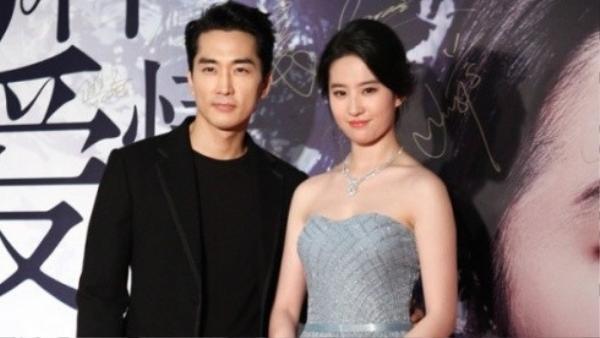 Lưu Diệc Phi và Song Seung Hun yêu xa nên có không ít rắc rối.