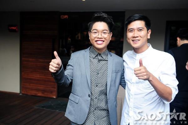 Nhạc sĩ Hồ Hoài Anh đến mừng Đức Phúc. Với vai trò giám đốc âm nhạc của chương trình, ông xã Lưu Hương Giang đã có nhiều sự chỉ dẫn cần thiết để học trò Mỹ Tâm tỏa sáng trên sân khấu.