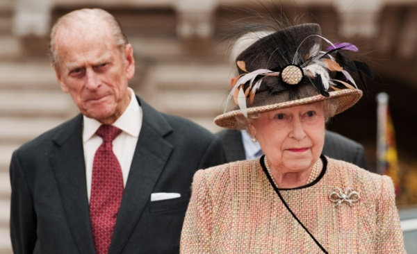 Queen-Elizabeth-Prince-Philip-arrived-central-gates