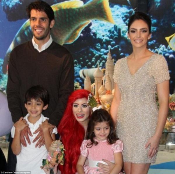 Gia đình Kaka hạnh phúc trước đây, hiện tại vợ chồng anh hoàn thiện thủ tục ly hôn.