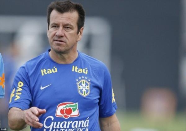 Huấn luyện viên Dunga trở lại dẫn dắt đội tuyển lần này sau lần World Cup 2010.