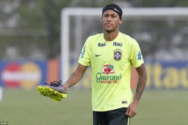 Neymar rất được các đồng đội tin tưởng vào khả năng ghi bàn giúp đội nhà giành thắng lợi.