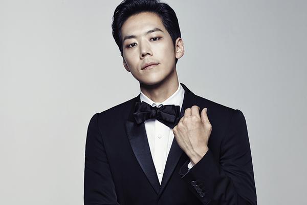 Ca sĩ Kai (tên thật là Jung Ki Yeol).