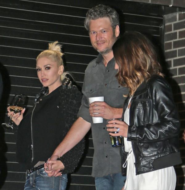 Gwen xác nhận đang hẹn hò đồng nghiệp cùng ngồi ghế nóng The Voice - Blake Shelton vào đầu tháng 11.