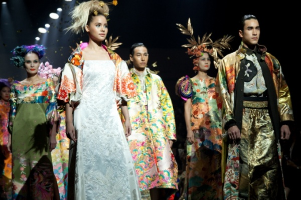 song-yen-cung-tu-trung-noi-bat-o-tham-do-bangkok-international-fashion-week (26)