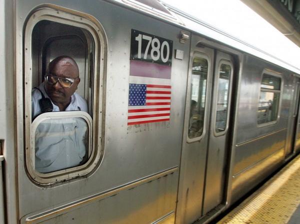 Công việc: vận chuyển hành khách. Mức lương trung bình hàng năm (2012): 62.730 USD. Cơ hội việc làm (đến năm 2022): 3.300. Yêu cầu kinh nghiệm: Không. Đào tạo trong công việc: Trung hạn.