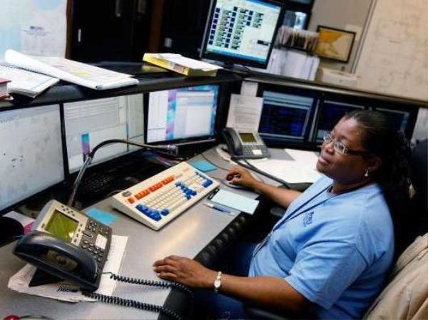 Mô tả công việc: phối hợp, điều hành hoặc phân phối nguồn điện hoặc nước. Mức lương trung bình hàng năm (2012): 71.690 USD Cơ hội việc làm (đến năm 2022): 3.600 Yêu cầu kinh nghiệm: Không Đào tạo trong công việc: Dài hạn
