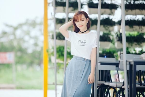 """Hình ảnh cô gái 16 tuổi diện áo dài trắng khoe giọng hát cao vút khi thể hiện ca khúc Arirang Alone bất ngờ trở thành """"hiện tượng"""" tại Giọng hát Việt 2015. Từ cột mốc này, Bảo Uyên cũng nhận được nhiều tình cảm, sự chú ý từ khán giả."""
