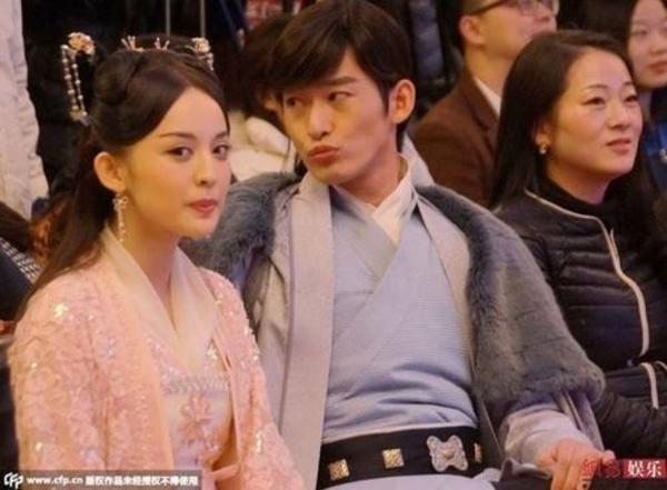 Trương Hàn - Cổ Lực Na Trát chiến tranh lạnh sau khi cô lộ ảnh thân mật.