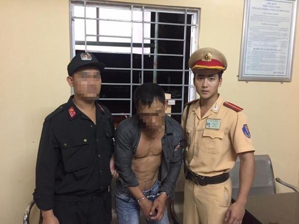 """Bức hình trong lúc làm nhiện vụ bỗng chốc khiến Thái Bá Nam """"nổi như cồn""""."""