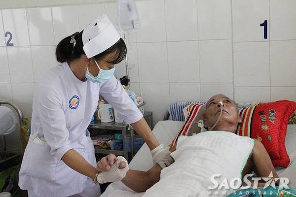 Nhiều y tá cũng quan tâm và thử sức với công việc osin bệnh viện.
