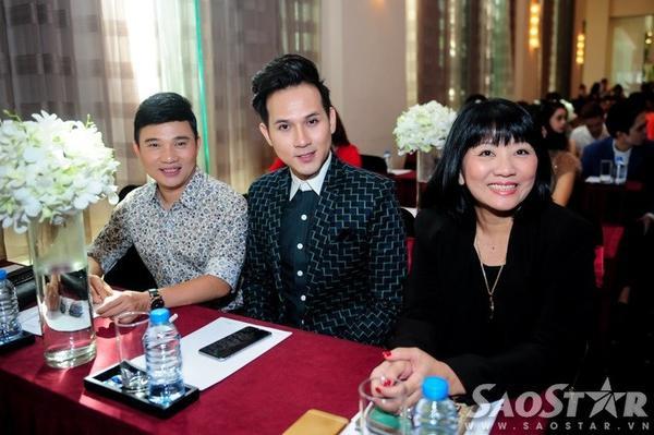 Ca sĩ Nguyên Vũ xuất hiện khá muộn. Anh rất vui mừng khi Đàm Vĩnh Hưng đoạt giải thưởng quốc tế.